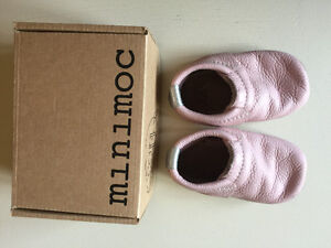 """Minimoc """"Piglet"""" leather baby shoes size 4 for sale"""
