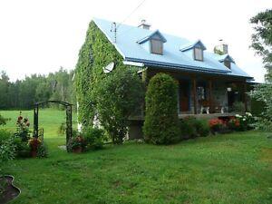 Maison ancestrale avec terre forestière, agricole et érablière