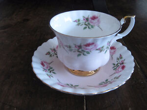 Royal Albert Tea Cup/ Saucer Sets (Page 2) Kitchener / Waterloo Kitchener Area image 1