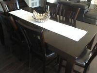 Sturdy and elegant 7 piece dining table set