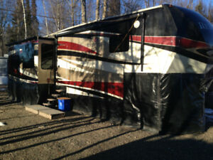 5th Wheel Redwood Trailer and Truck Package