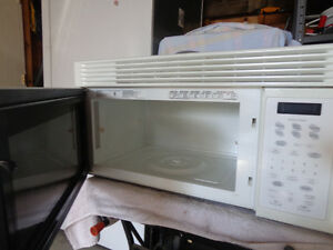 MAYTAG UNDER COUNTER MICROWAVE Windsor Region Ontario image 2