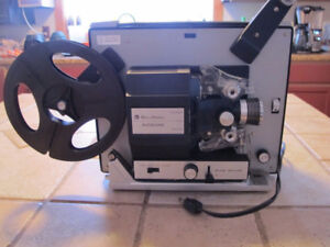 BELL AND HOWERLL SUPER 8 MM FILM PROJECTOR (VGC))
