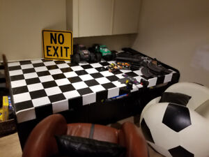 Ultimate play table