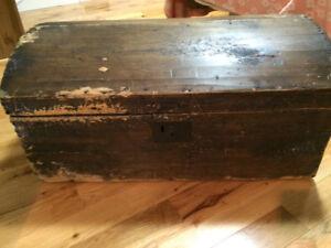 Vieux coffre en bois