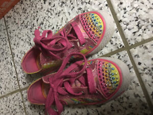 Girl running shoes runners skechers twinkle toes light up 10.5