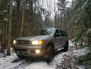 2000 Nissan Pathfinder 4x4 5 speed