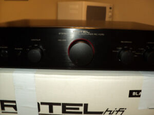 rotel stereo system in mint shape