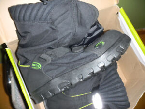 Women Mens Neo Over Shoes Boots Brand New retails for $140