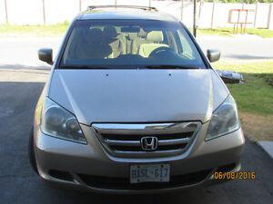 2006 Honda Odyssey Gold Minivan - many extras - Price reduced !!