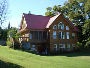 CALABOGIE LAKE CUSTOM 5 BED CHALET, HOT TUB, FIREPLACE, PRIVATE,