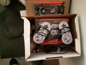 MINI CRACKED SNES, 2 ORIGINAL CONTROLLERS WITH WIRELESS ONE
