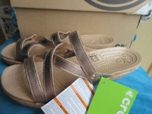 Women's Crocs Leigh-Ann Leather Mini WedgE SZ 11 SELL $79.99+TAX