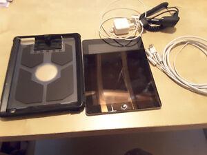Ipad 2e génération A1396 32 gig WIFI 3g + accessoires