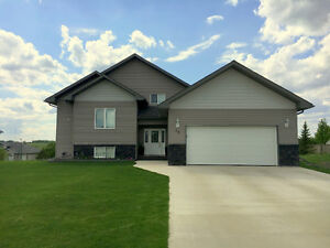 Beautiful Bi-Level in Neepawa's HillCrest Estates subdivision
