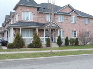 ** SEMIDETACHED HOUSE FOR LEASE in AURORA Bayview/Wellington **