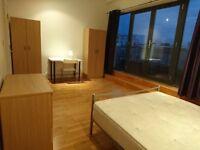 J*/Luxurious Penthouse Flat Massive Terrace! DOUBLE ROOM ENSUITE ! Limehouse