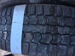 4 pneus hiver Pirelli  sur roues 215/65/16