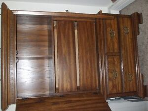 Oak bedrooom suite excellent condition London Ontario image 1