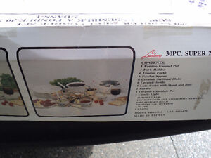 BRAND NEW WITH BOX ~~ FONDUE SET ~ 30 PIECE ~ NEVER USED!! Windsor Region Ontario image 2