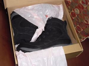 New north face chilkat leather boots winter northface 11 11.5