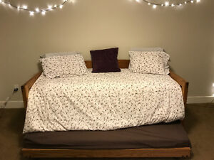 400$ - Twin Trundle/Day Bed  - Great Condition!