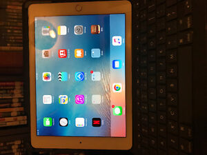 Gold iPad Air 2 64 gig with keyboard case