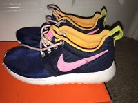 Nike Roche One trainers size child 13.5