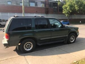Ford Explorer Limited - 4WD