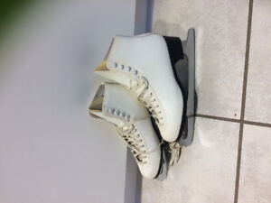 Figure skates. In new condition