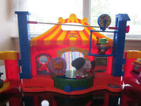 FISHER PRICE LITTLE PEOPLE CIRCUS WITH ACCESSORIES!!
