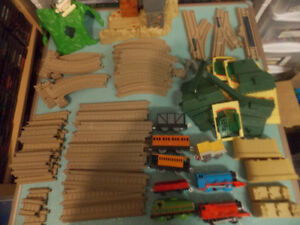 LARGE LOT of THOMAS BATTERY OPERATED TRACKMASTER TRACK & TRAIN