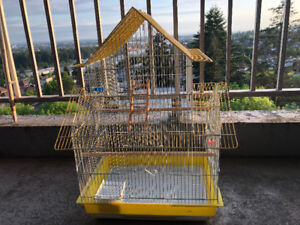 Pristine condition bird cage with accesories