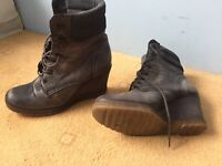 Second hand leather boots size 6.5