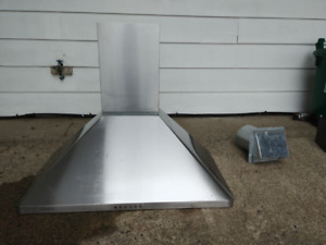 Free range hood - excellent condition 900cfm