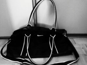 Brand new Nikki gym bag black and white  w/handle & carry strap