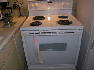 White Amana Self Cleaning Stove in very good condition