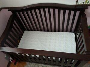 Salenro Forever convertable crib w/mattress Gatineau Ottawa / Gatineau Area image 2