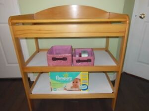 Buy or sell playpen swing saucers in gatineau baby for Table a langer solde