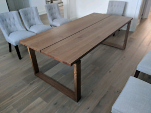 Oak Dining Dinner Table in mint condition