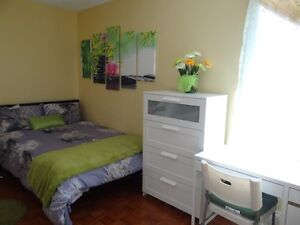 Room for rent downtown Toronto (by Lansdowne subway) - May 1st