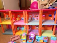 Dora house with furniture