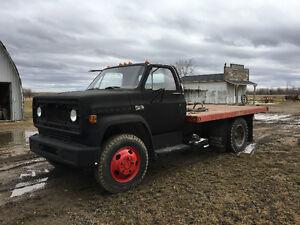 GMC 5000 flat deck/grain truck