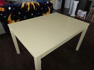 À donner: Table en bois (années soixante)