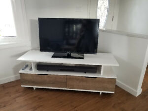 40''  Samsung 1080p LED TV and Sony Soundbar + Sub