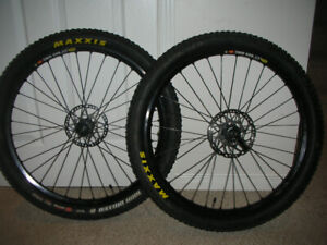 "XT  26 ""WHEELSET /MAVIC 823  -MAXXIS TUBELESS"