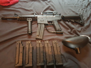 Spyder E-MR5 paintball marker with 6 mags