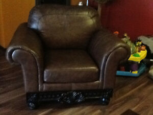 Just reduced by $500.00 Stunning 3 piece leather couch set. Peterborough Peterborough Area image 1