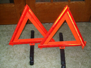 2 DOT approved fold up safety triangles