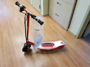 Electric Scooter Razor E100 series mint condition